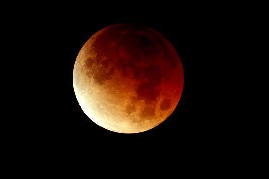 Σήμερα 15/6, ολική έκλειψη Σελήνης.