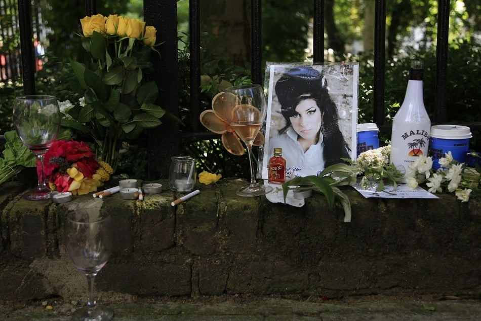 Λουλούδια έξω από το σπίτι της Amy Winehouse στο Λονδίνο στις 24 Ιουλίου.