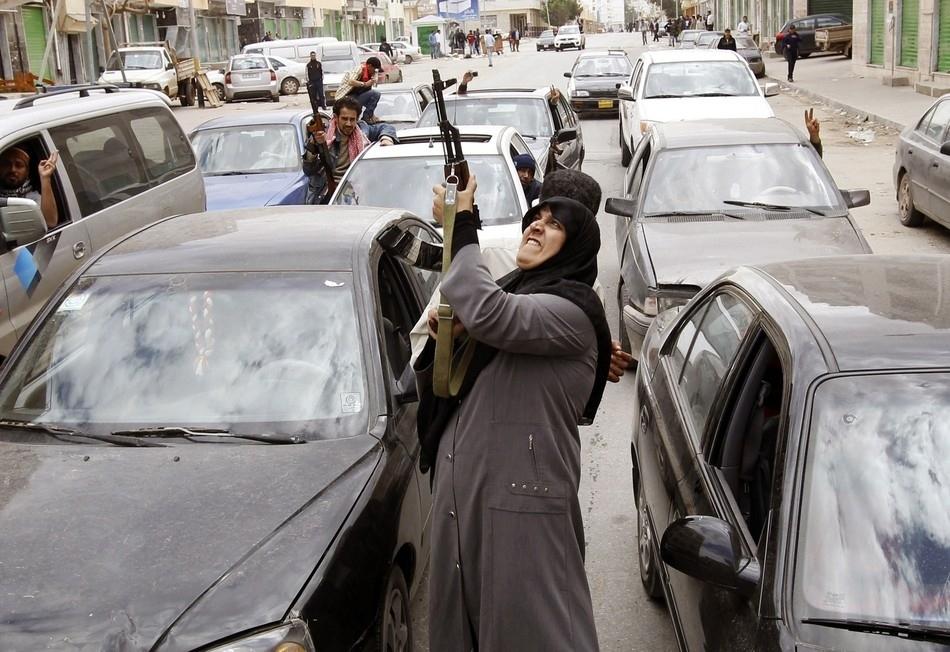 Αντιδράσεις  στην είδηση της απόσυρσης των δυνάμεων του ηγέτη της Λιβύης Μουαμάρ Καντάφι από την Βεγγάζη στις 19 Μαρτίου.