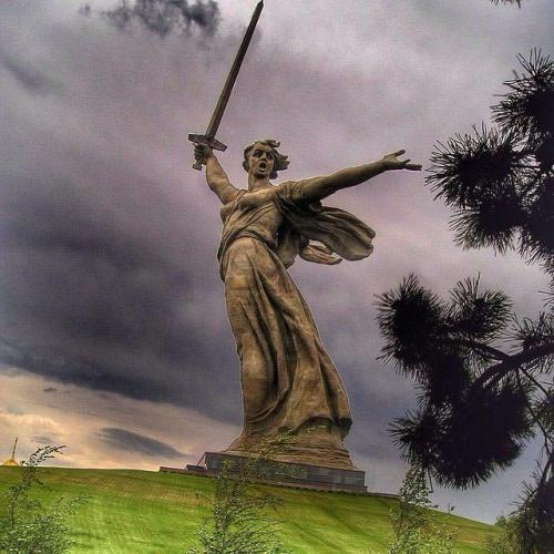 motherland-statue