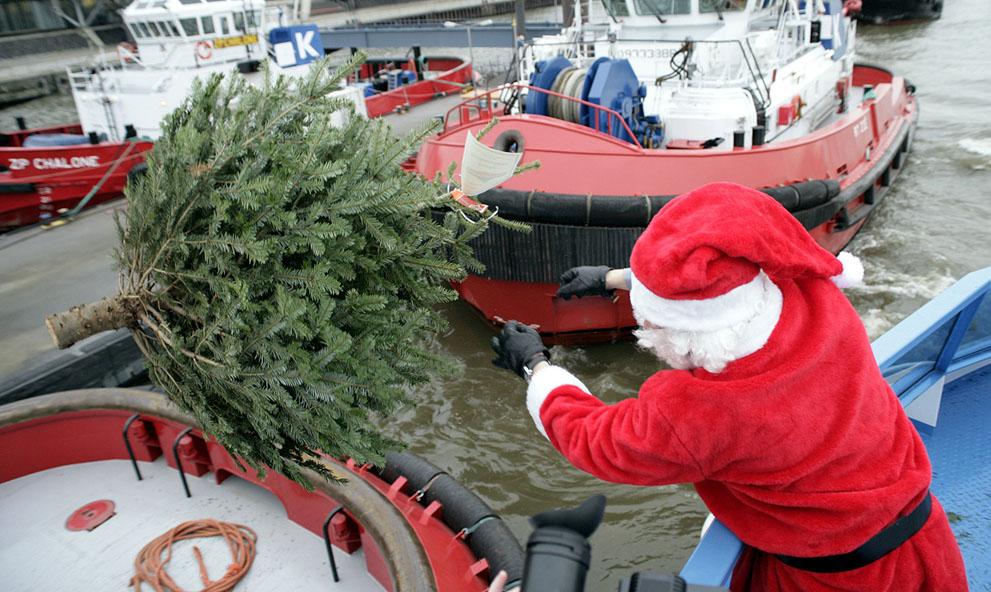 Άγιος Βασίλης σε πλοίο στο Αμβούργο της Γερμανίας