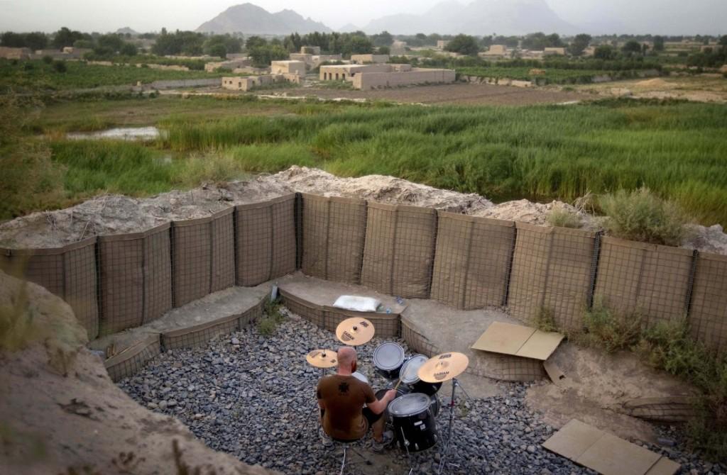 Πρώτο                                                            βραβείο                                                            'τέχνες και                                                            διασκέδαση' -                                                            Καναδός                                                            στρατιώτης στο                                                            Αφγανιστάν