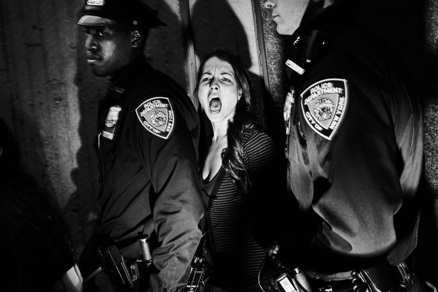 Δεύτερο                                                            βραβείο                                                            'Άνθρωποι στα                                                            νέα' -                                                            Συλλήψεις στο                                                            Χάρλεμ μετά                                                            από διαδήλωση                                                              κατά της                                                            αστυνομικής                                                            βίας