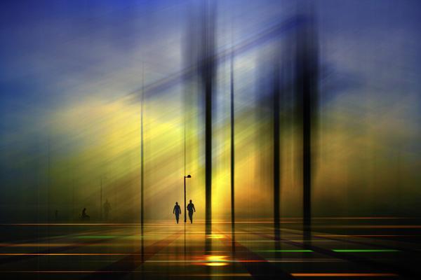 Σιλουέτες σε απόσταση, του Josh Adamski