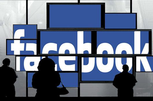 Εγώ και ο άλλος μου εαυτός στο facebook, στα social media.
