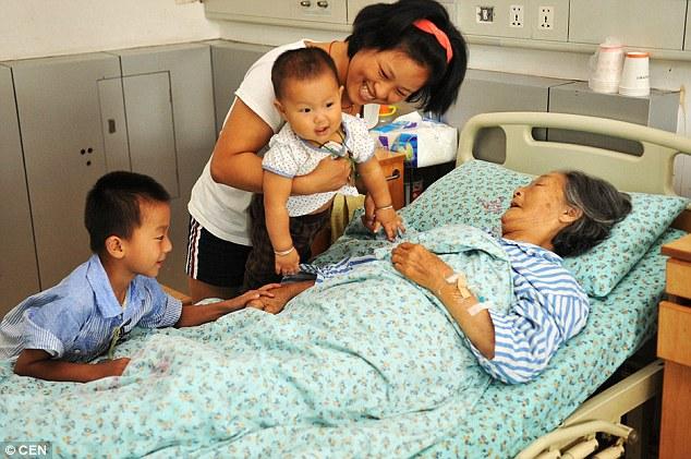 diaforetiko.gr : article 2181017 144AAC63000005DC 571 634x421 Η ιστορία της Κινέζας ρακοσυλλέκτριας. Ένα ισχυρό μάθημα για όλους!!!