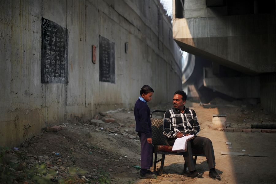 pb-121108-freeschool-03.photoblog900