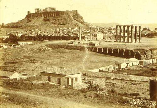 Ο Ναός του Ολυμπίου Διός και στο βάθος η Ακρόπολις των Αθηνών