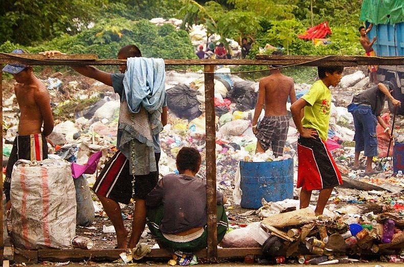 Mary Ann Tablante, 16 ετών, Φιλιππίνες. Στις χωματερές