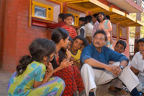 sugata-mitra-and-kids
