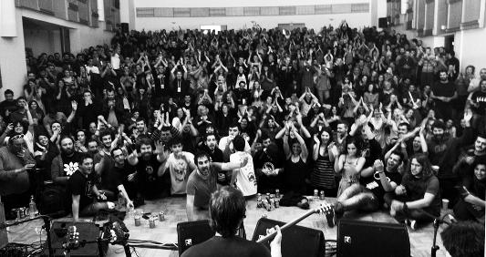από τη συναυλία αλληλεγγύης στο Βελεστίνο