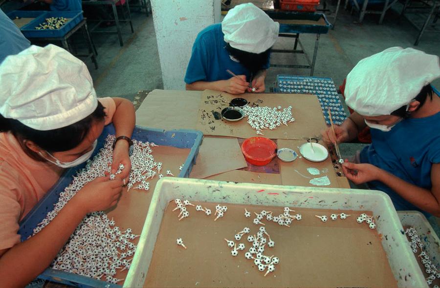 06-toy-factories