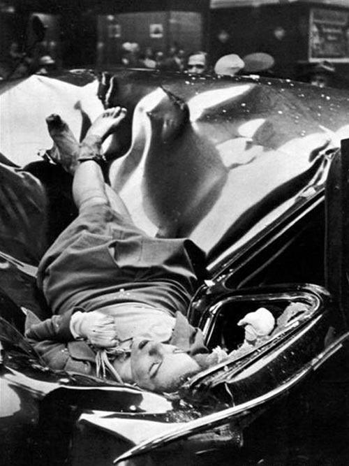 23 χρονών η Evelyn McHale πέφτει από τον 83ο όροφο του Εμπάιρ Στέιτ Μπίλντινγκ 1 Μαΐου 1947. Προσγειώθηκε σε μια λιμουζίνα των Ηνωμένων Εθνών ...