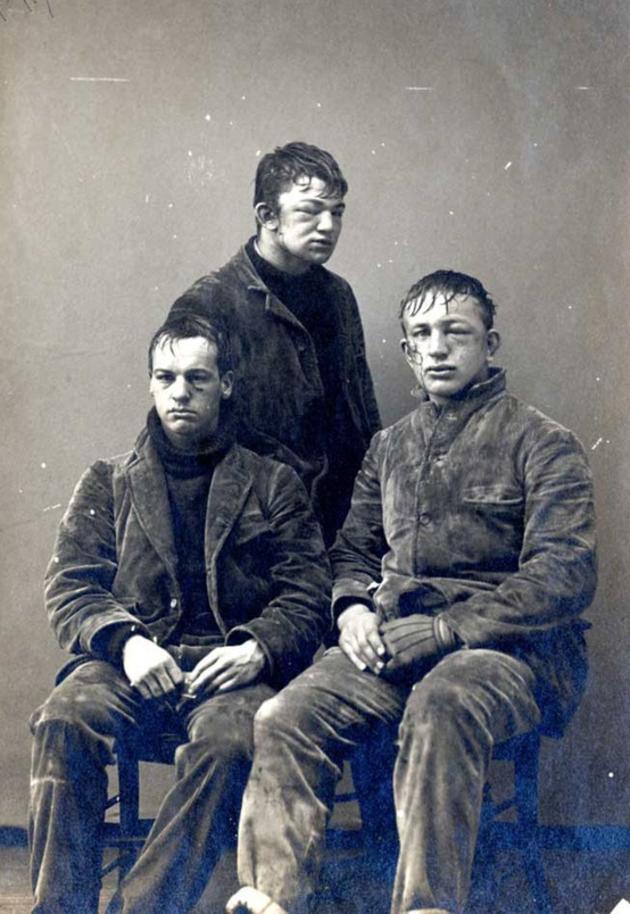 "Princeton φοιτητές μετά από μια ""μάχη"" χιονοπόλεμου πρωτοετών εναντίον δευτεροετών το 1893"