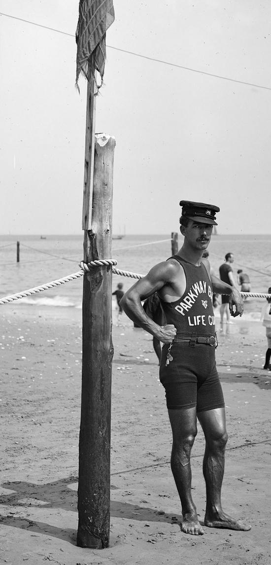 Ναυαγοσώστης δεκαετία του 1920.