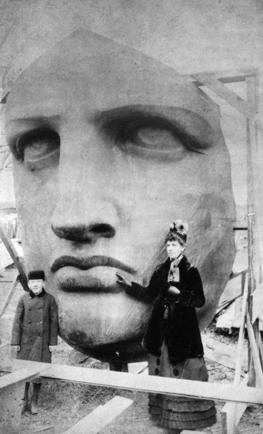 Ξετυλίγοντας την κεφαλή του Αγάλματος της Ελευθερίας, 17 Ιουνίου 1885.