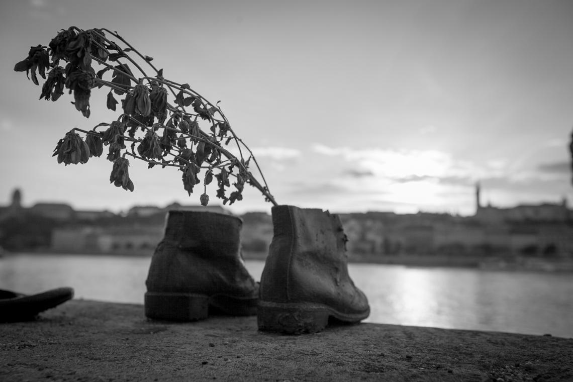 Shoe-memorial-Budapest