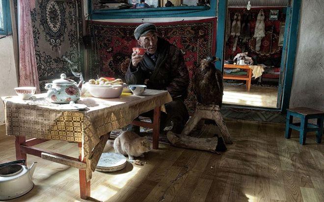 Φωτογραφία του Simon Morris. Μογγόλος στο σπίτι του