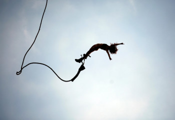 graybit-rtw-travel-bungee-jumping-salute-africa