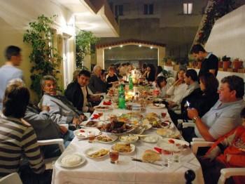 2-greek-family_9075_600x450