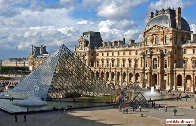 Louvre_Museum_2