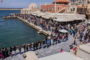 Χανιά - χορός στο λιμάνι