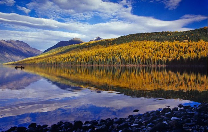 colorful-fall-photos-autumn-kintla-lake