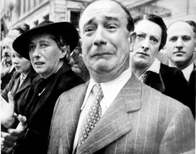 Ένας άγνωστος Γάλλος πολίτης κλαίει από φόβο ενώ οι Ναζί εισβάλουν στη Γαλλία για να καταλάβουν το Παρίσι κατά τη διάρκεια του B' Παγκοσμίου Πολέμου.