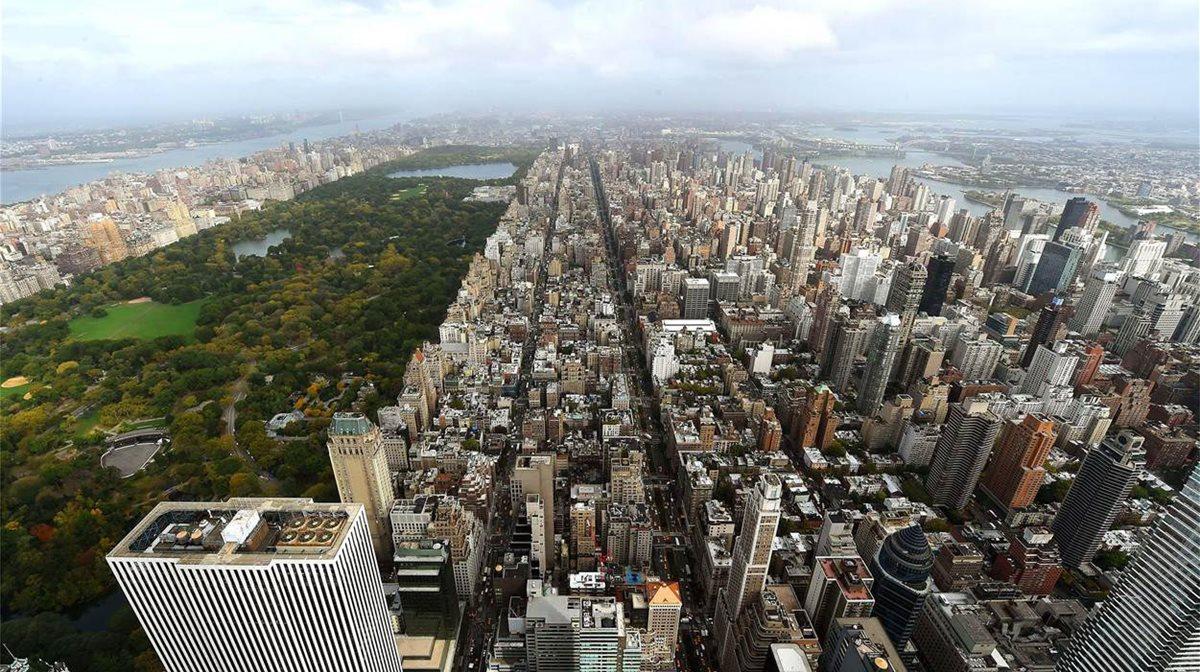 Μια άποψη από τη θέα που προσφέρει ουρανοξύστης στο Μανχάταν ο οποίος απέκτησε και επίσημα την ιδιότητα του ψηλότερου ουρανοξύστη κατοικιών στο δυτικό ημισφαίριο και του υψηλότερου κτιρίου στη Νέα Υόρκη. Διαθέτει 104 πολυτελείς μεζονέτες σε 96 ορόφους, με τιμές που κυμαίνονται από 7-95 εκατομμύρια δολάρια.