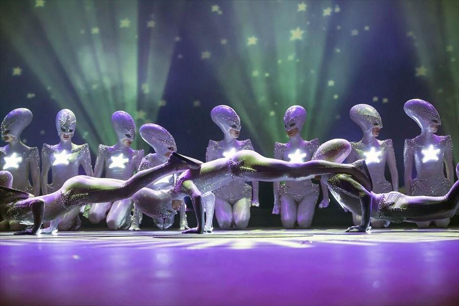 Χορευτές συμμετέχουν στην πρόβα του σόου «THE WYLD» στο Φριντριχσταντ-Παλάστ, στο Βερολίνο. Δέκα χορογράφοι καθοδηγούν 60 χορευτές για τη δημιουργία ενός υπερθεάματος κόστους 10,6 εκατ, ευρώ. Ο τίτλος του έργου (THE WYLD) αντιπροσωπεύει την ποικιλομορφία της ανθρώπινης φύσης και την «αγριότητα» της μεγάλης πόλης (στην προκειμένη περίπτωση του Βερολίνου).