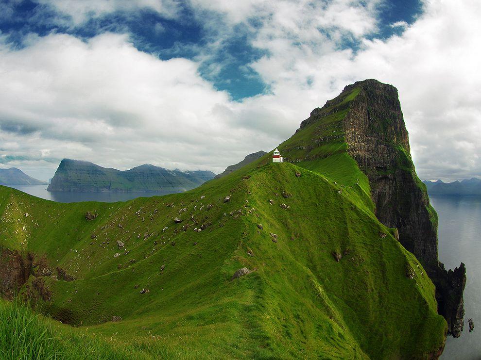 Ο φάρος Kallur που βρίσκεται σ΄ένα βόρειο ακρωτήρι των νησιών Φερόε.
