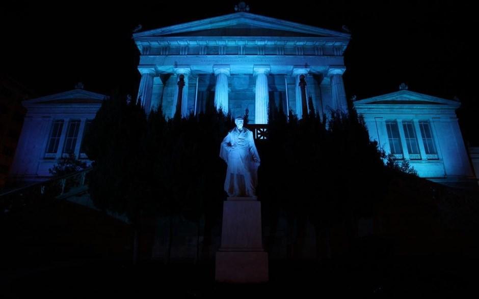 Το κτήριο της Εθνικής Βιβλιοθήκης στην Πανεπιστημίου φωτίστηκε μπλε, ενόψει της Παγκόσμιας Ημέρας Διαβήτη.