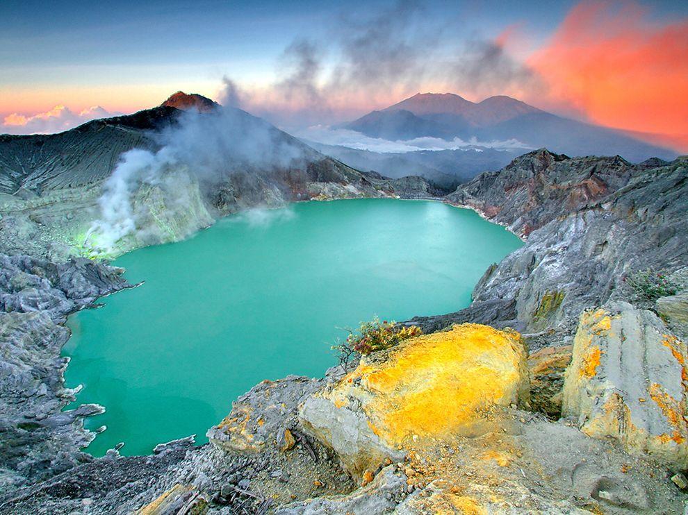 Κρατήρας στην Ανατολική Ιάβα στην Ινδονησία. (@ Hendra Gunawan)