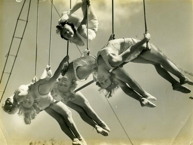vintage-circus-acrobats