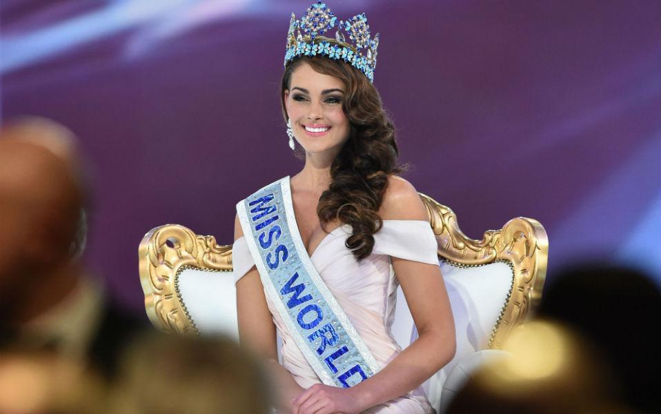 Η ωραιότερη στον κόσμο. Ο διαγωνισμός ομορφιάς Miss World αποφάσισε, η ωραιότερη γυναίκα του κόσμου (για να είμαστε ακριβείς, ανάμεσα στις κυρίες που αποφάσισαν να συμμετάσχουν στον διαγωνισμό και μόνο για την φετινή χρονιά) είναι η Rolene Strauss από την Νότιο Αφρική. Τα καλλιστεία Miss World έλαβαν χώρα στο Excel London Auditorium του Λονδίνου. AFP PHOTO / LEON NEAL