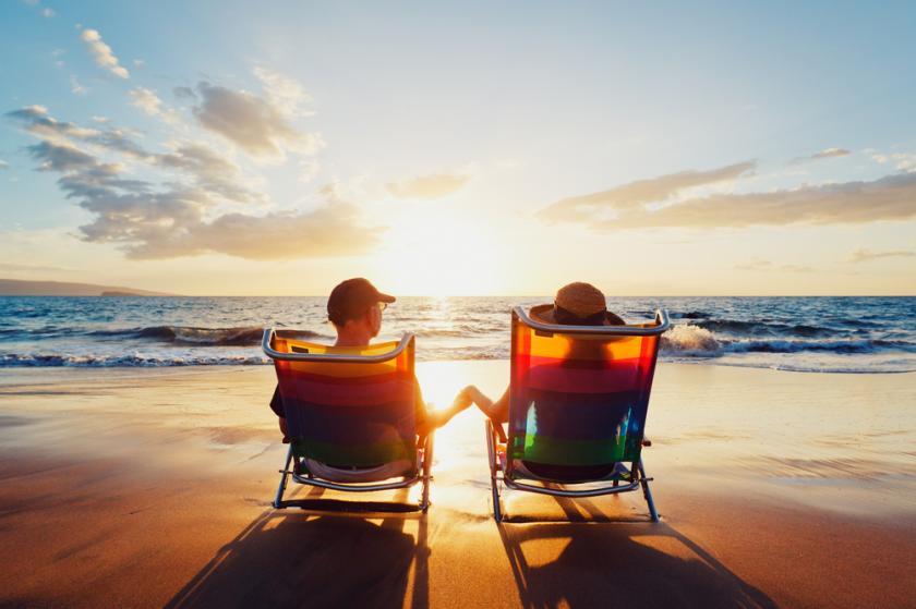 beach-couple-happy