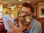 11 ψυχολογικά τρικ που εφαρμόζουν τα εστιατόρια για να ξοδεύετε περισσότερα χρήματα