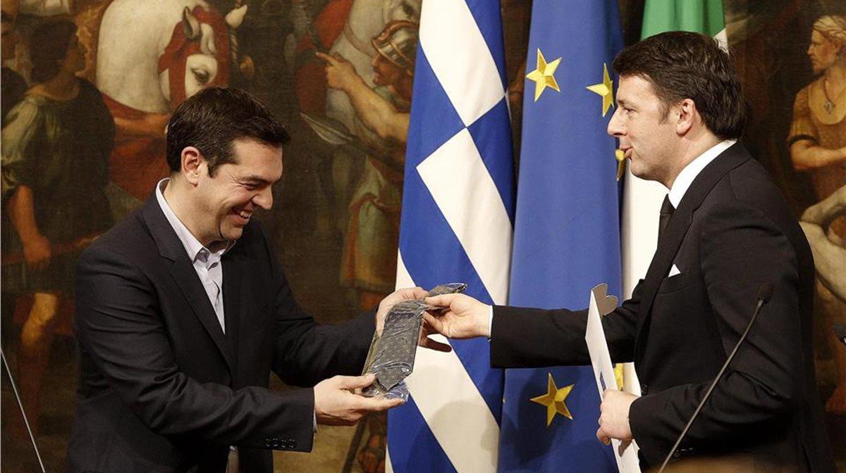 Το δώρο του Ματέο Ρέντσι στον Αλέξη Τσίπρα ήταν μια γραβάτα. Με δεδομένη την υπόσχεση του Ελληνα πρωθυπουργού πως θα φορέσει γραβάτα μόνον όταν «κλειδώσει» μια συμφωνία για το χρέος κοινά αποδεκτή από όλη την Ευρώπη, απλά η ευχή όλων είναι «αμήν και πότε».