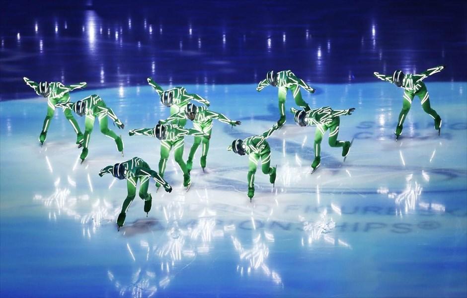 Στιγμιότυπο από την τελετή έναρξης του Παγκοσμίου Πρωταθλήματος Καλλιτεχνικού Πατινάζ, το οποίο διεξάγεται στη Σαγκάη έως τις 29 Μαρτίου.