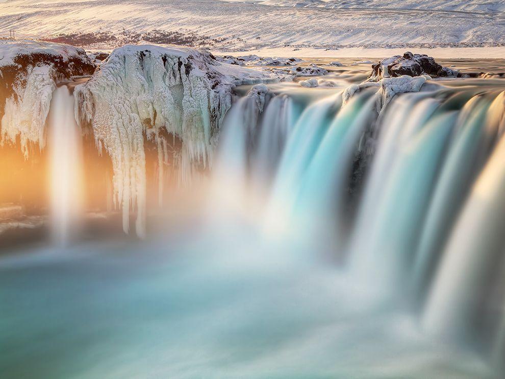 Φωτογραφία από τον καταράκτη odafoss, ή αλλιώς τον «Καταρράκτη των Θεών». Βρίσκεται στην Ισλανδία και είναι ένας από τους πιο εντυπωσιακούς καταρράκτες της χώρας. (@ Ed Graham)