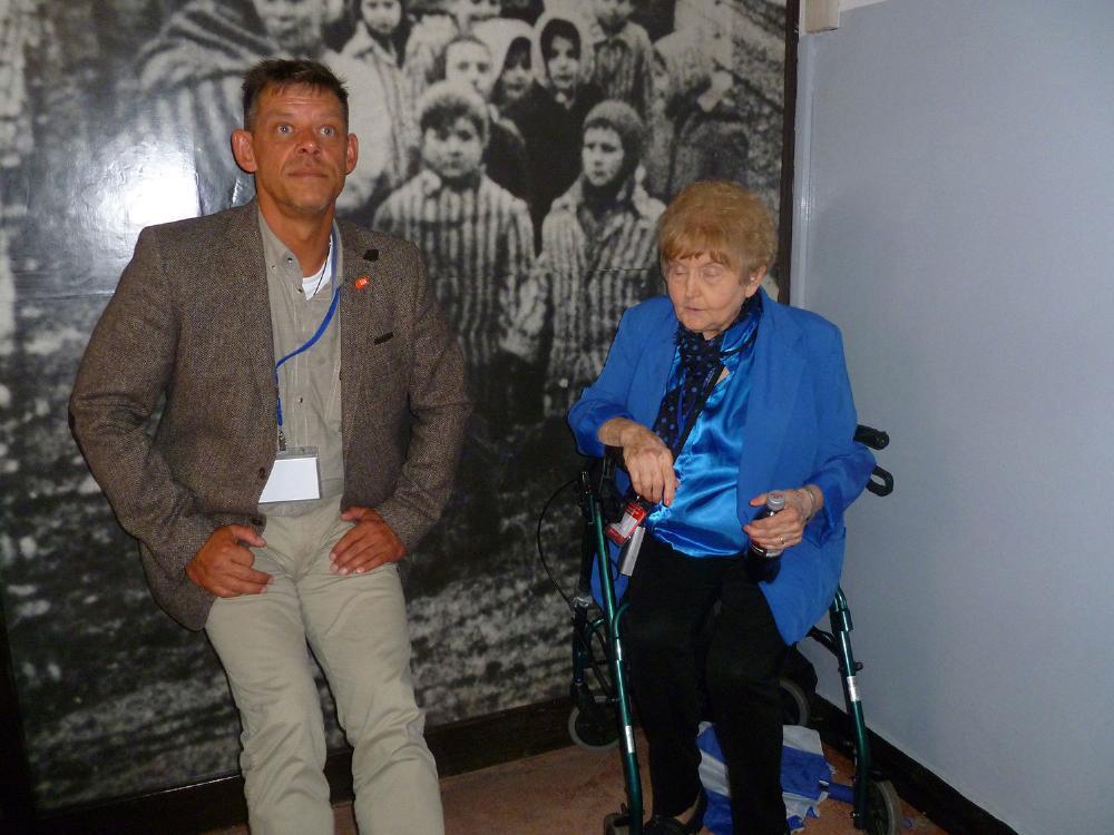 Ο Rainer Höß με την επιζών του Ολοκαυτώματος Eva Mozes Kor