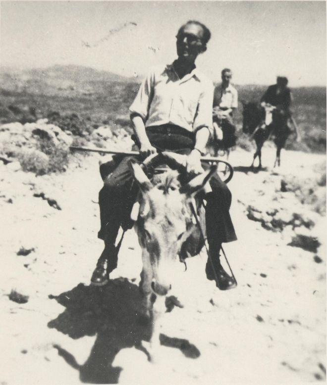 (1945 - Ο Καζαντζάκης περιοδεύει στην Κρήτη ως μέλος της Επιτροπής)