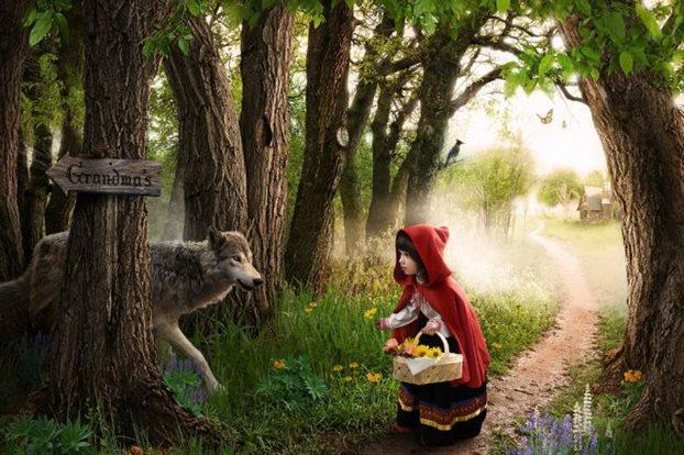 Περπατώ, περπατώ μες στο δάσος, όταν ο λύκος δεν είναι εδώ...