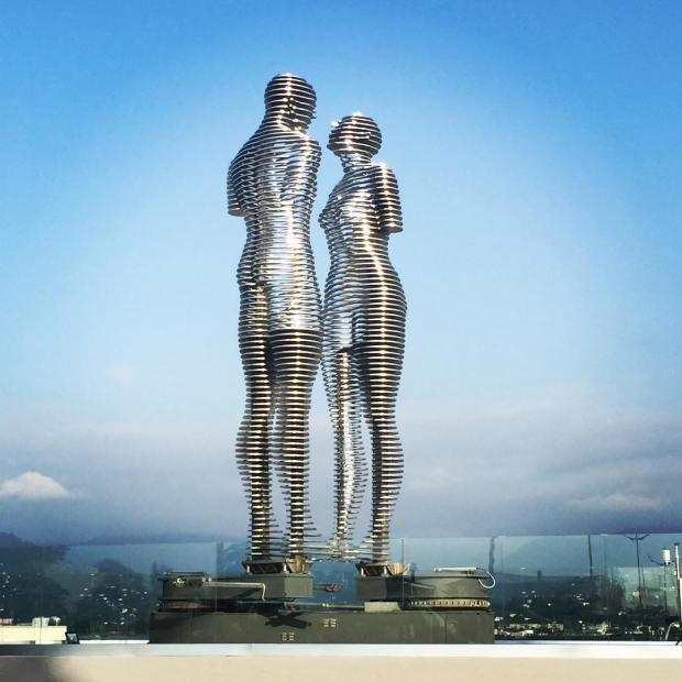metal-statue-love-story-ali-nino-tamara-kvesitadze-georgia-1