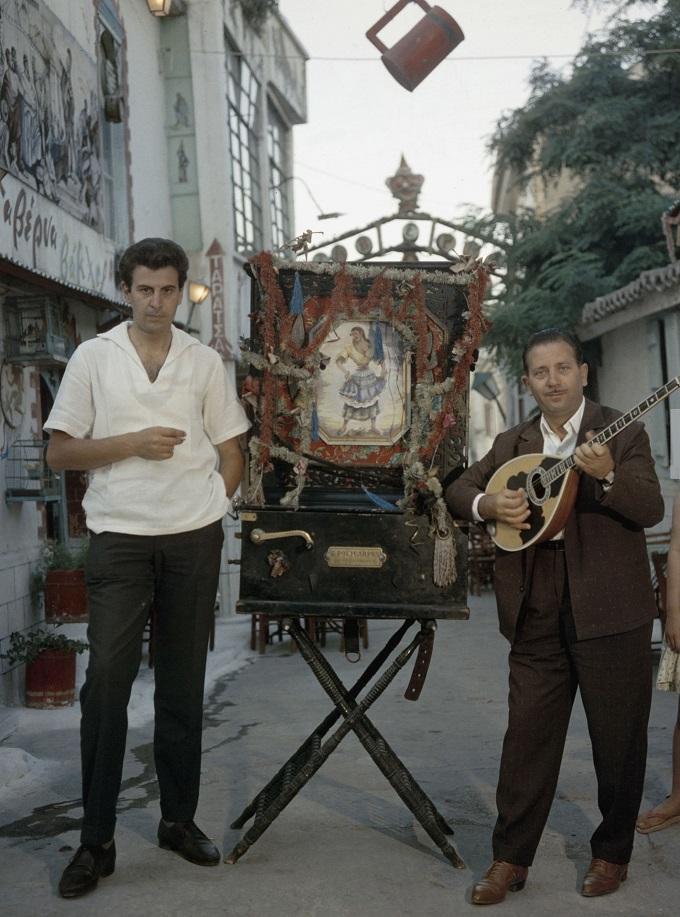 Μίκης Θεοδωράκης και Γιώργος Ζαμπέτας στην Πλάκα