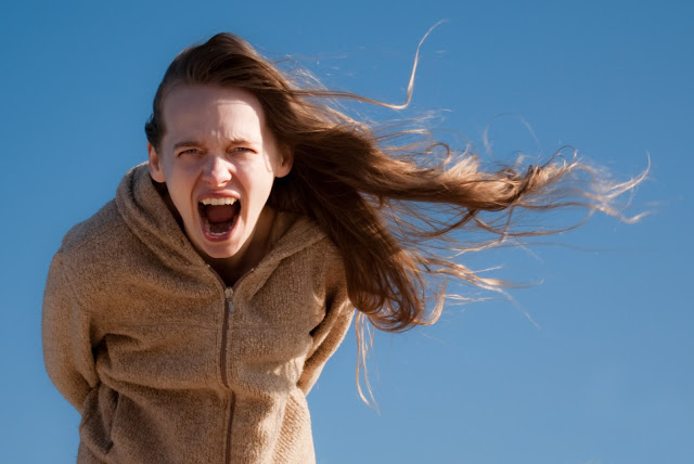 girl-screaming