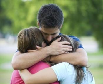 hugging-family