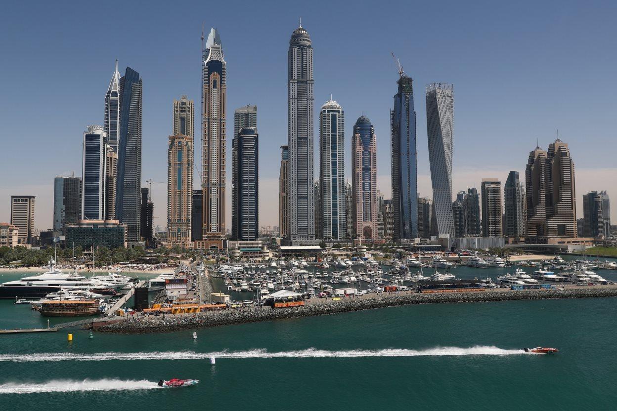 Στιγμιότυπο από τους αγώνες ταχυπλόων XCAT τα οποία λαμβάνουν μέρος στον αγώνα Dubai Duty Free Speed Cat Run. @Julian Finney