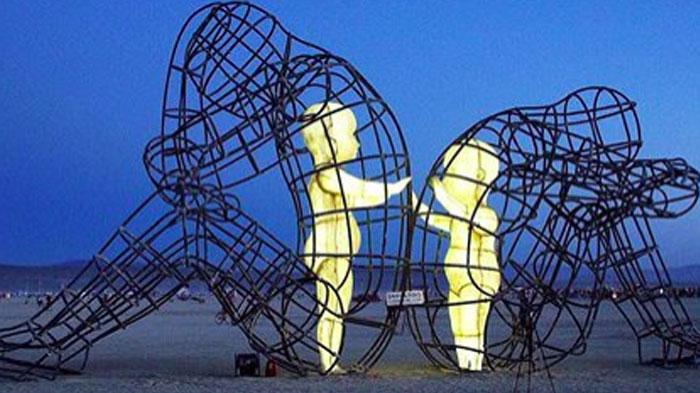 alexandr-milov-love-burning-man-2015-sculpture1