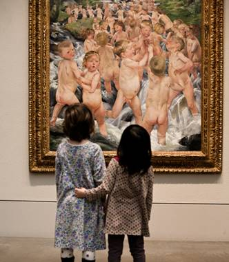 kids-looking-at-art